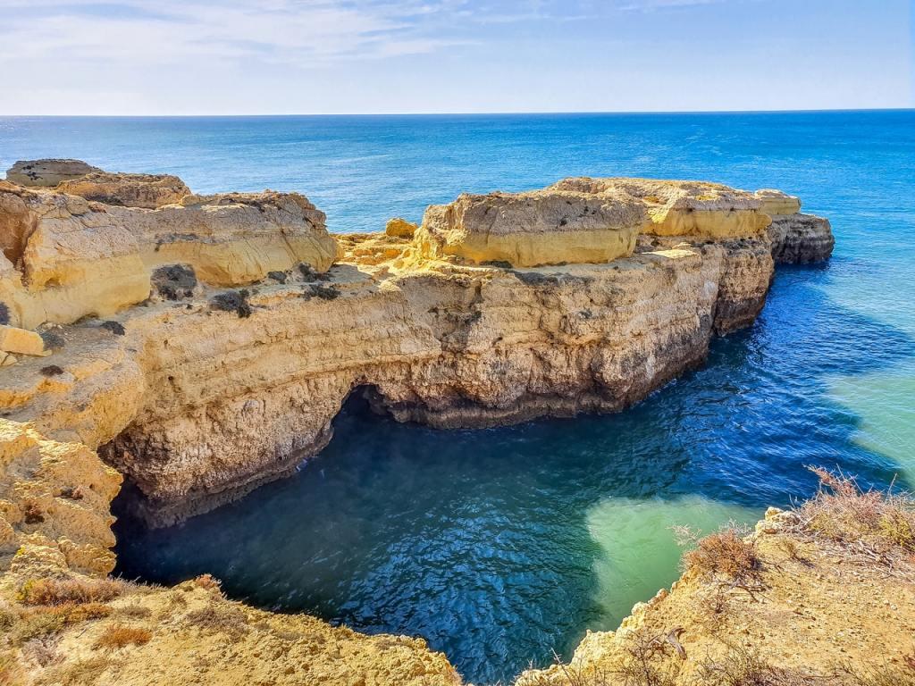 spiagge in Algarve, Portogallo, uno dei luoghi dove andare in vacanza ad ottobre