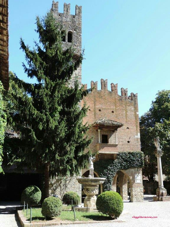 Ritorno al Medioevo un giorno a Castell'Arquato e Grazzano Visconti -scorci di Grazzano Visconti-