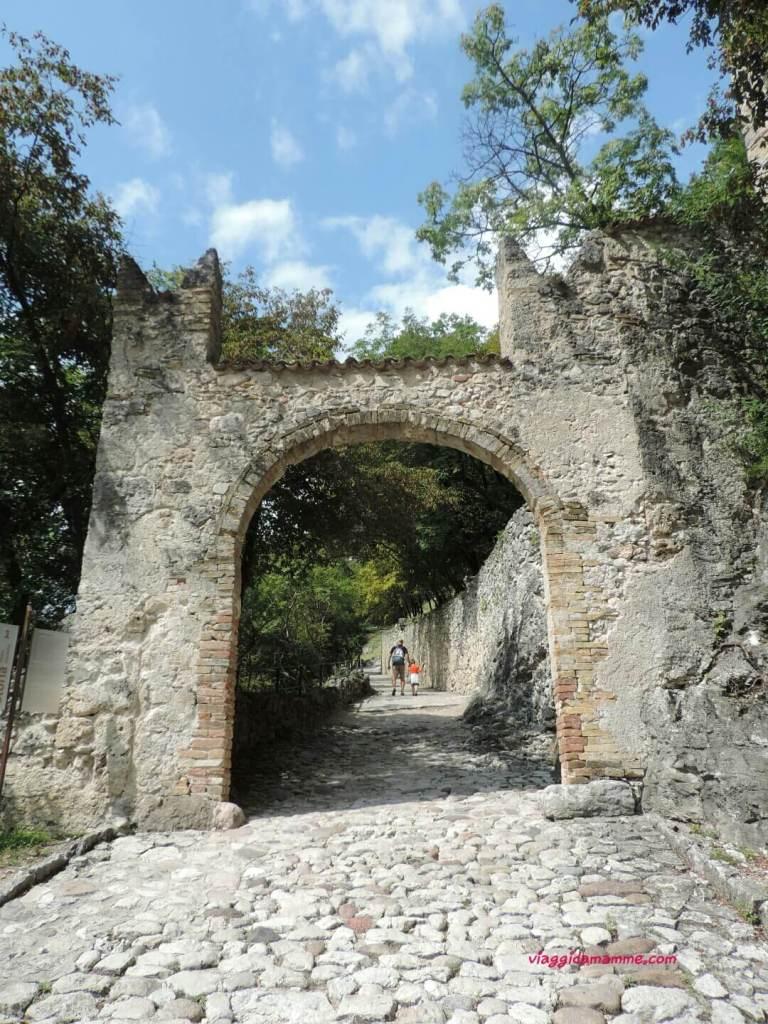 Castel Beseno il Trentino e i suoi castelli con i bambini foto 1