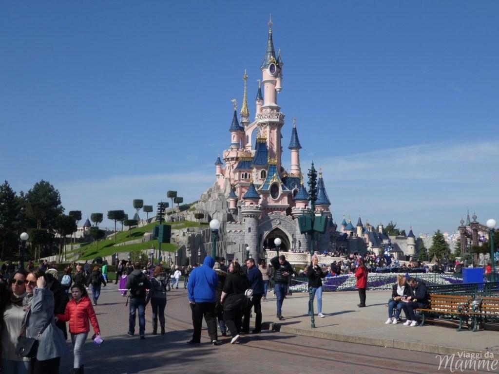 5 idee su dove andare in vacanza a Natale all'estero -Disnayland Paris-