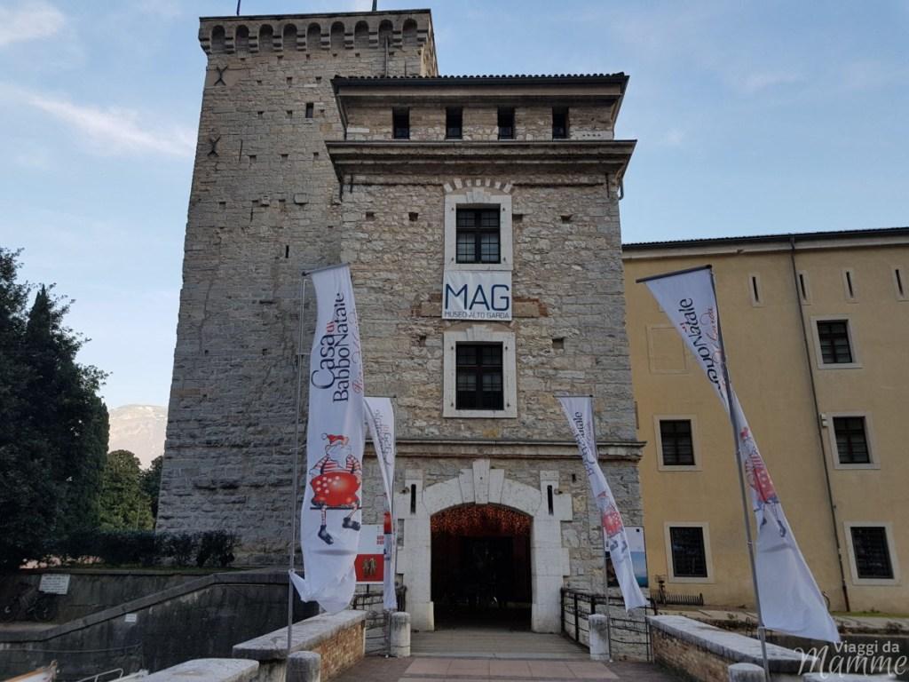 Ingresso della Rocca, sede dell'Accademia degli Elfi a Riva del Garda