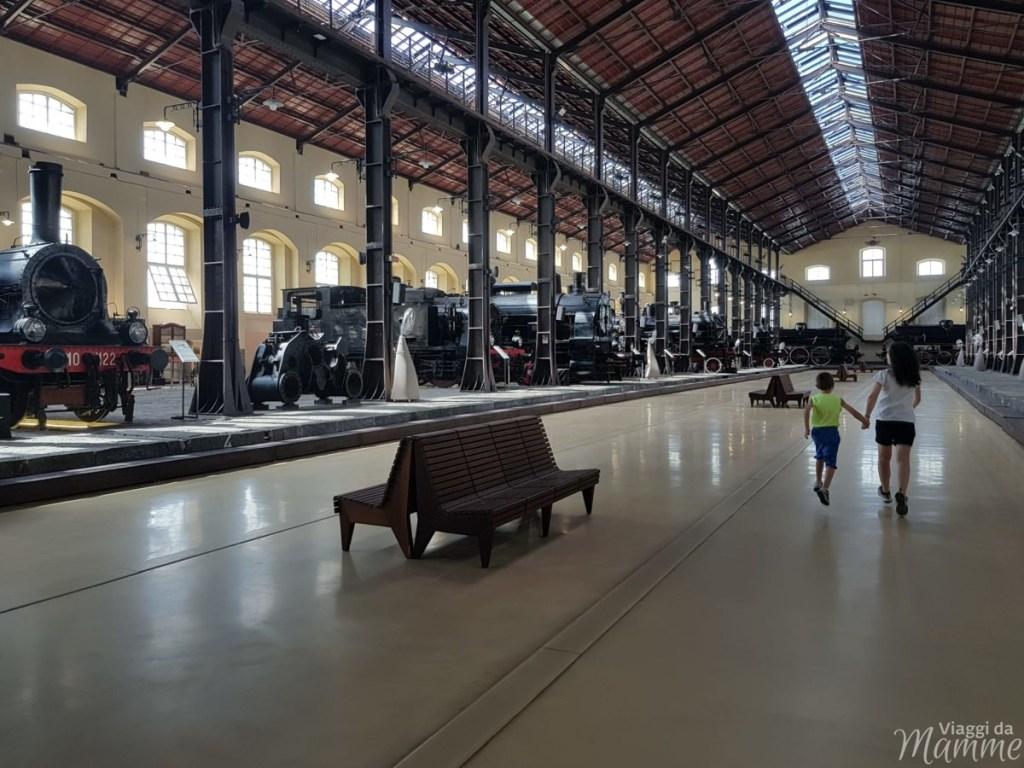Museo Ferroviario di Pietrarsa e la storia del treno -primo padiglione-