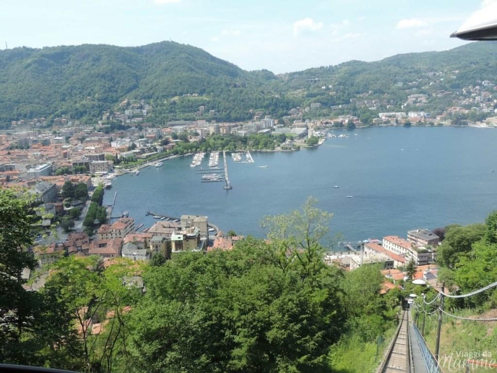 Laghi in Italia: per una gita o un weekend in famiglia - Vista su Como dalla funicolare che porta a Brunate