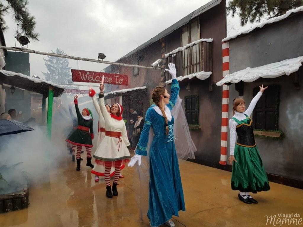 Ad Aquaneva è tempo di Crazy Christmas - parata iniziale