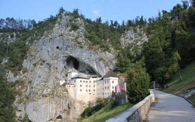 Il Castello di Predjama a Postumia