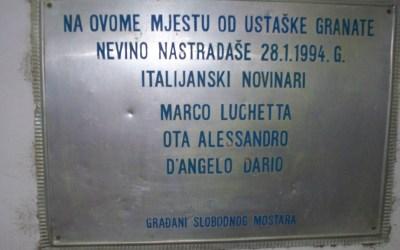 Una targa a ricordo dei tre giornalisti italiani uccisi a Mostar nel 1994