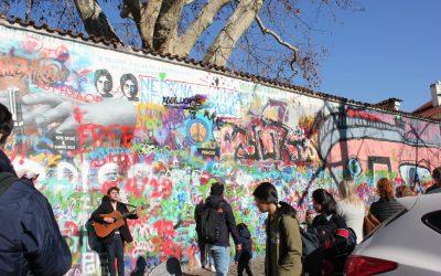Il muro di John Lennon a Praga, simbolo di pace e libertà