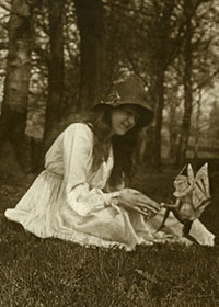 Elsie Wright con uno gnomo