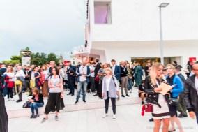Il traffico di curiosi, professionisti e appassionati sul Lungomare Guglielmo Marconi, al Lido di Venezia, di fronte al Palazzo del Cinema.