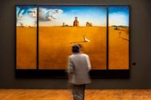 Salvador Dalì, Paesaggio con fanciulla che salta la corda, 1936. Olio su tela 301,4 x 466,5 x 10,5. Rotterdam, Museo Boijmans Van Beuningen.