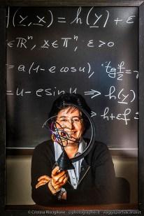 """Alessandra Celletti, Matematica, già Direttrice del Dipartimento di Matematica dell'Università degli Studi di Roma """"Tor Vergata"""". Una vita da scienziata – I volti del progetto #100esperte"""" , fotografo Gerald Bruneau, ©Fondazione Bracco-Cristina Risciglione"""