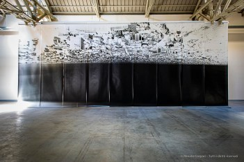 Giorgio Andreotta Calò, Città di Milano. Impressione diretta su carta fotosensibile realizzata tramite foro stenopeico. 9 moduli, dimensionicomplessive 500 x 1143 cm.Commissionata e prodotta daPirelli HangarBicocca