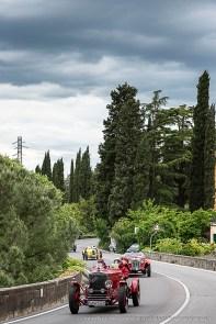 Un'infilata di cimeli storici in Via Bolognese, che da Firenze porta al passo della Futa