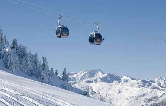 Sciare sulle montagne di Kitzbuhel