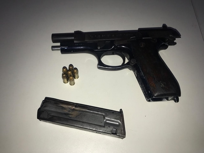 Arma de fogo apreendida com o indivíduo.