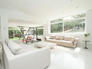 Elegant Contemporary Villa In Sleek White Themes Living Room