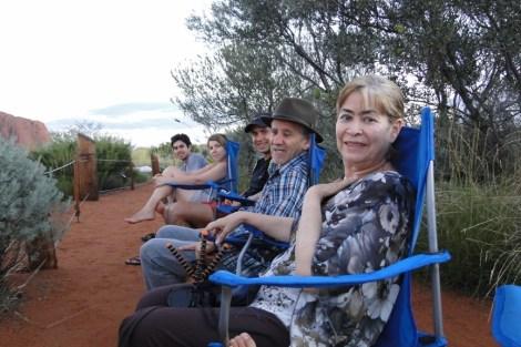 Preparados para el atardecer en Uluru