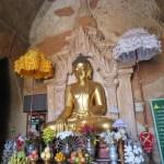 Buda en Htilominlo con sus ofrendas