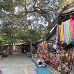 Puestos de ventas afuera de Htilominlo