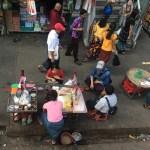 Comida callejera en el centro de Yangón