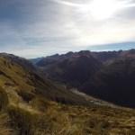Abajo la carretera de Arthur's Pass y la pequeña aldea del mismo nombre