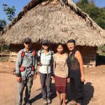 Algunas chicas de la aldea ayudaron a E con la preparación de la habitación y la comida