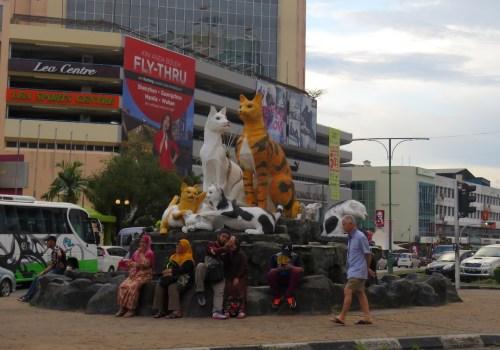 """Kuching significa """"la ciudad de los gatos"""" y hay varias esculturas en la ciudad"""