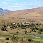 Hay muchas villas en la zona, en cada una viven aproximadamente 100 personas