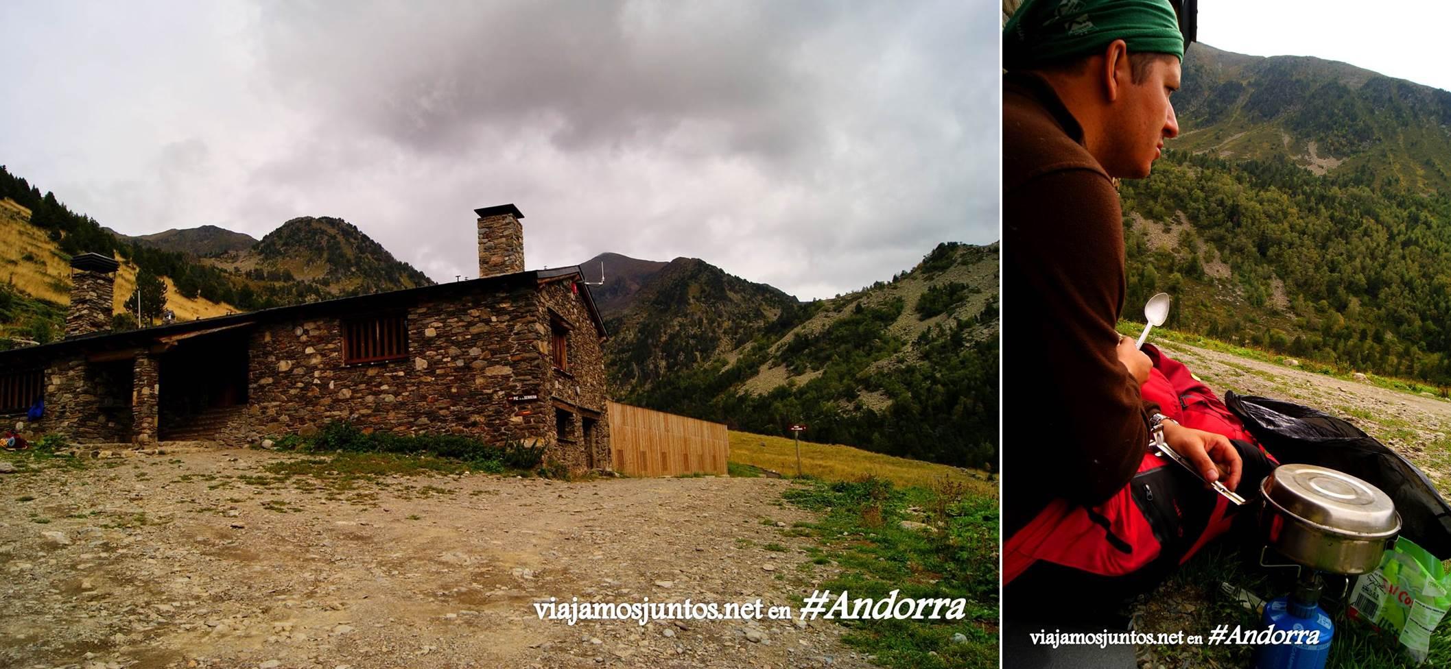 GRP de Andorra, trekking por los Pirineos Orientales; cocinando boletus en el refugio Bordes de Sorteny