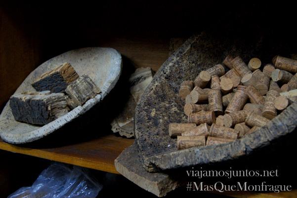 Producción de corcho en las dehesas, Parque Nacional de Monfragüe y la Reserva de la Biosfera de Monfragüe, Extremadura