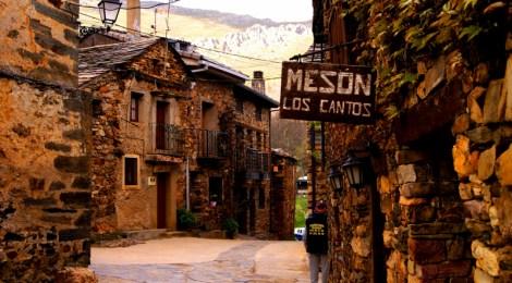 Las calles de Pueblos Negros Ruta de la Arquitectura Negra de Guadalajara