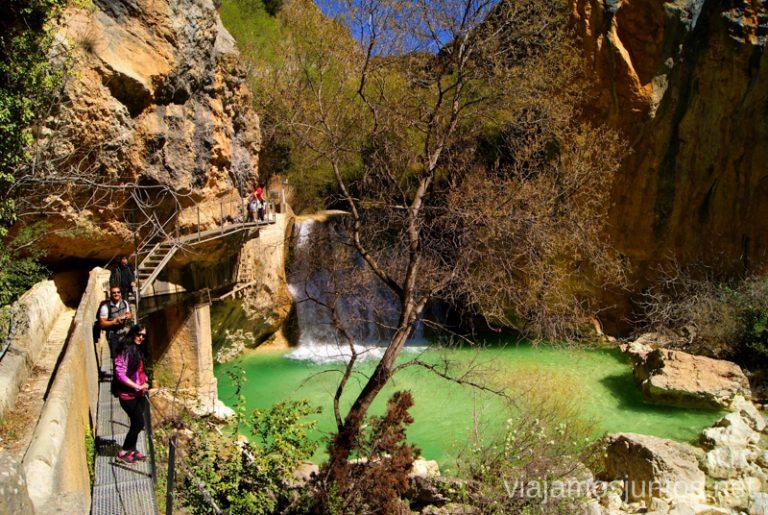La presita y las aguas turquesas del río Que ver y que hacer en Alquezar, Huesca, Aragón.