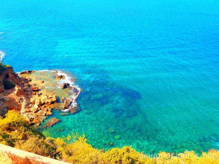 Piscinas naturales Ruta desde Les Rotes hasta laa Cueva Tallada a pie. Denia. Valencia