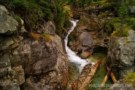 Agua en la montaña Trekking en los Altos Tatras, Eslovaquia High Tatras, Slovaquia #EslovaquiaJuntos Información práctica
