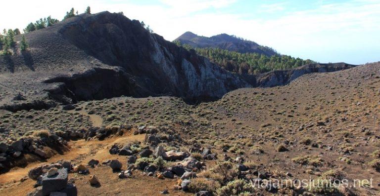 El cráter destrozado - el Hoyo Negro Ruta de los Volcanes, en la isla de la Palma, Islas Canarias #LaPalmaJuntos
