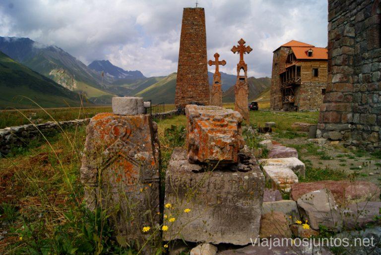 Abano, el último pueblo Georgiano antes de cruzar la frontera Excursión al Valle de Truso, Kazbegi, Stepantsminda, Georgia