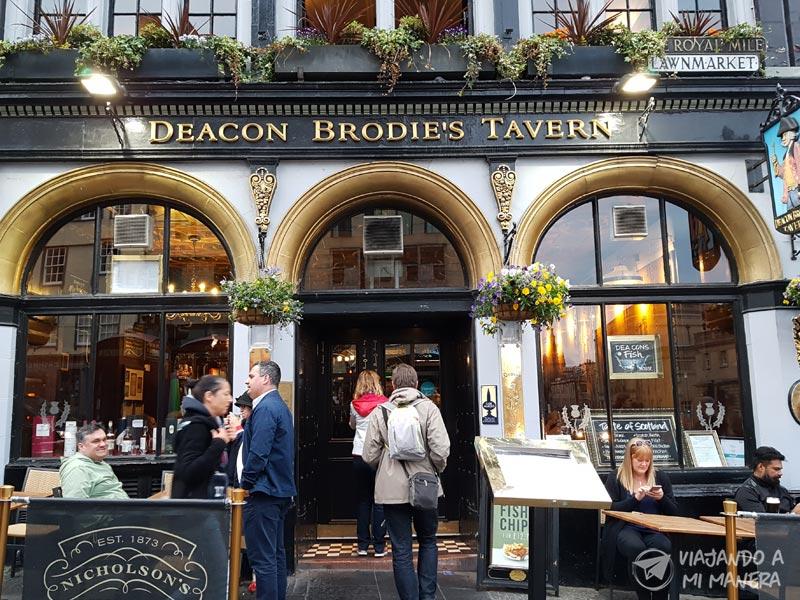 deacon-brodie-pub-02
