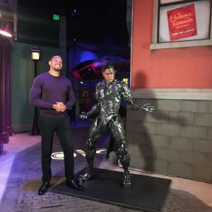 Ray Fisher (Cyborg) no Madame Tussauds Orlando