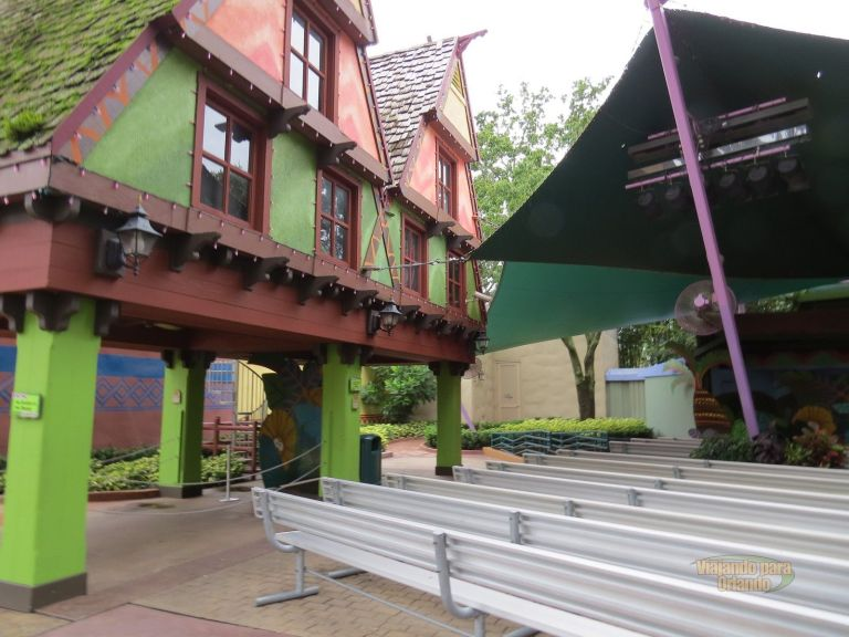 Storytime at Sesame Street Safari of Fun