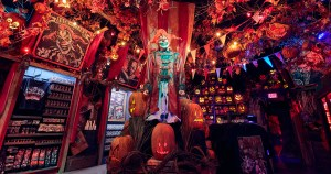 Bastidores da loja Halloween Horror Nights Tribute Store do Universal Studios Florida