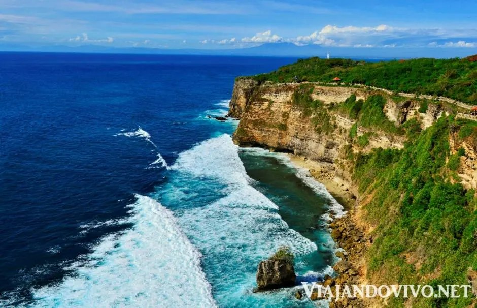 Acantilado en Uluwatu en el sur de Bali