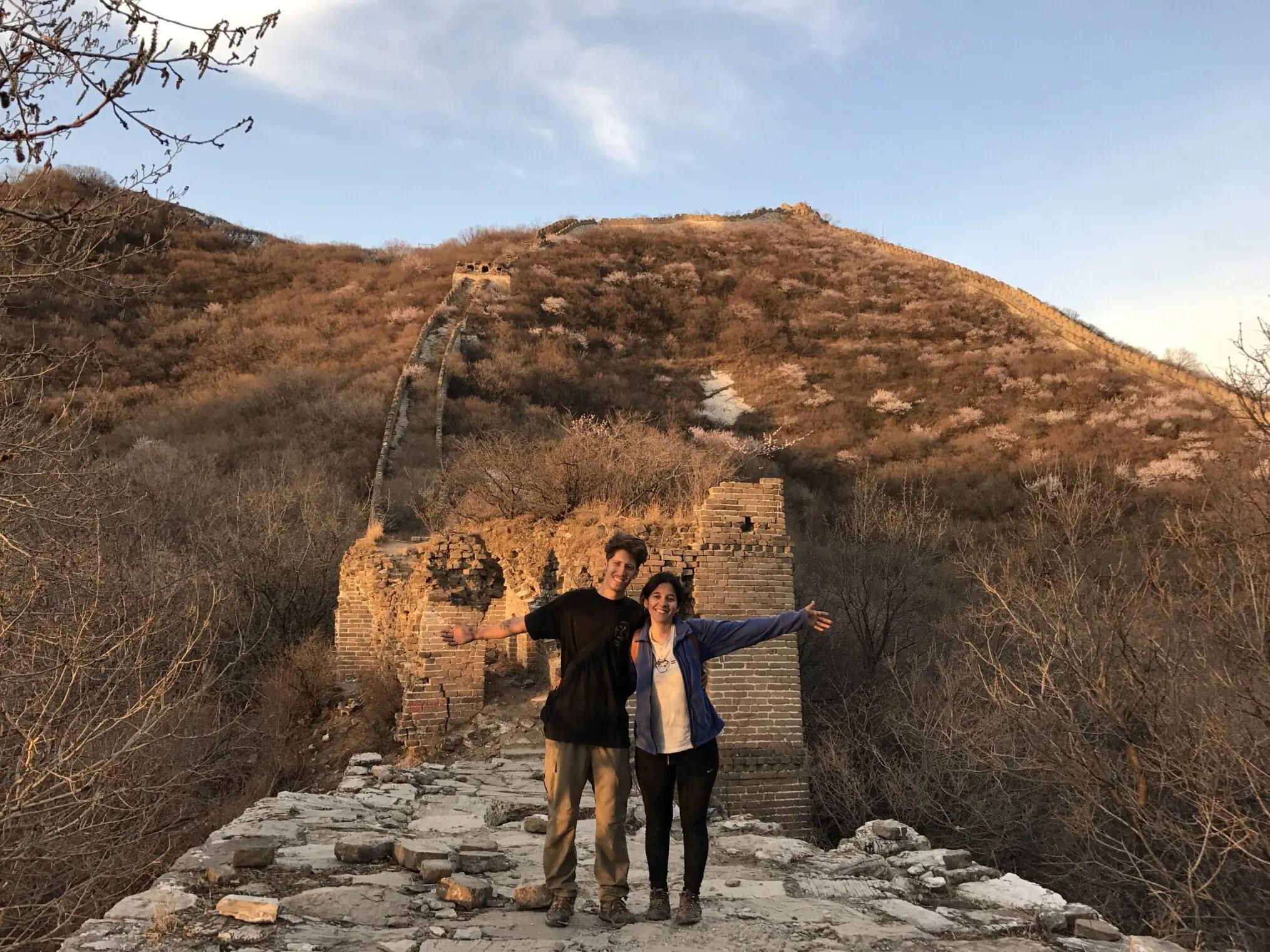 Ariel y Celeste en la Gran Muralla China