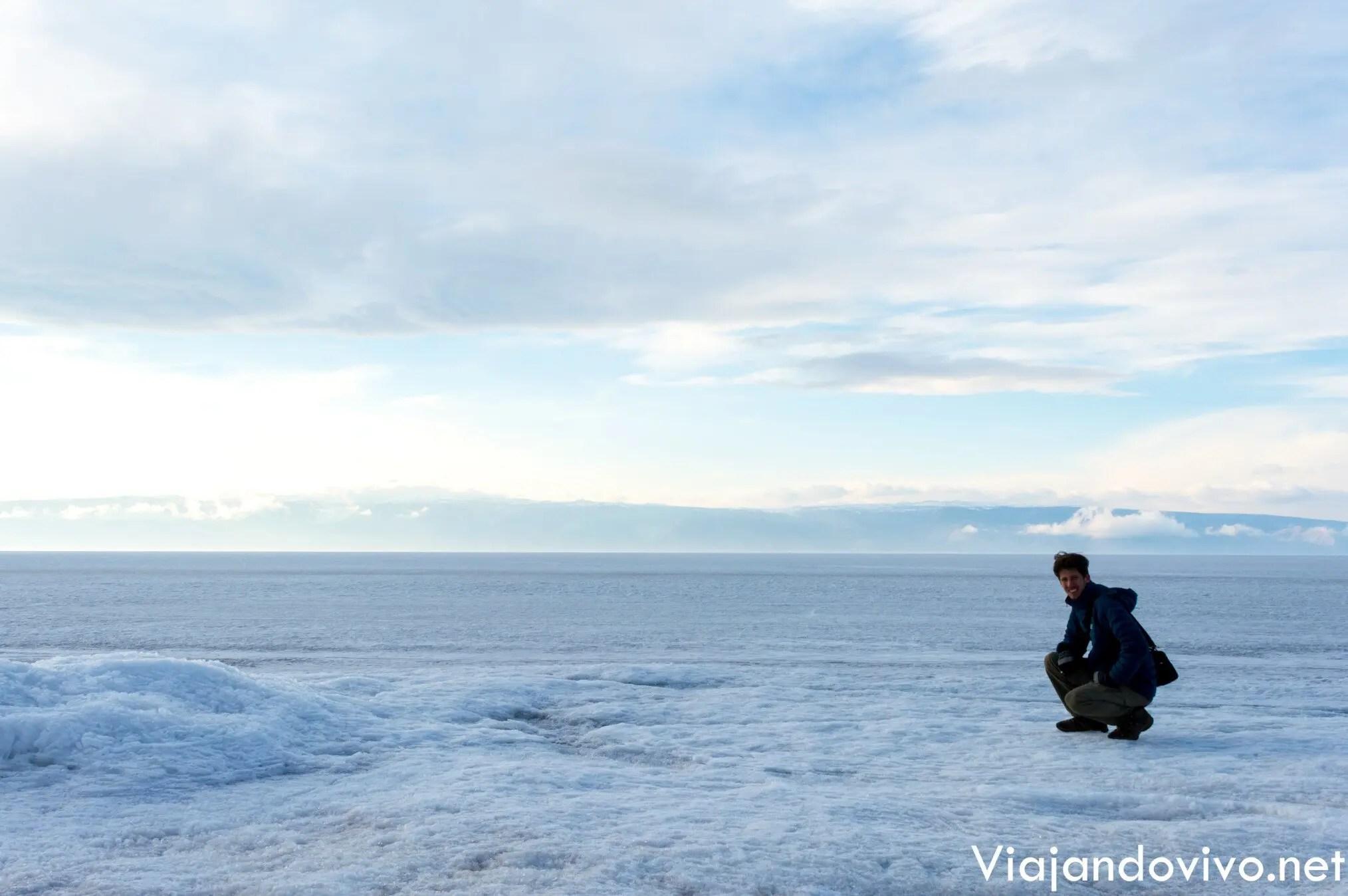 Ariel sobre el Lago Baikal congelado
