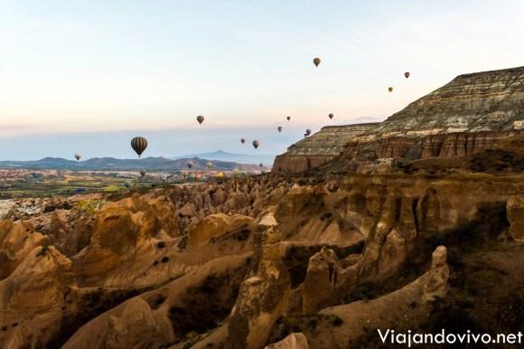 Globos aerostaticos al amanecer en Capadocia
