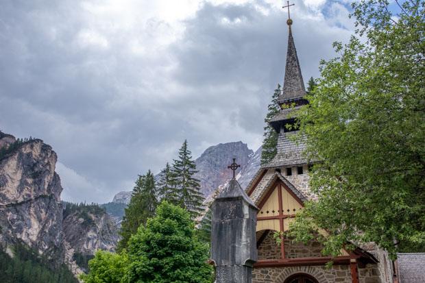 apela no Lago di Braies nas Dolomitas Itália