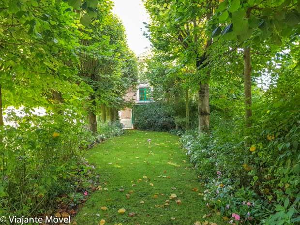 Jardim Clos Normand na casa de Monet em Giverny na França