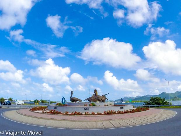 Monumento no aeroporto de Saint Martin - Como Chegar em St Martin