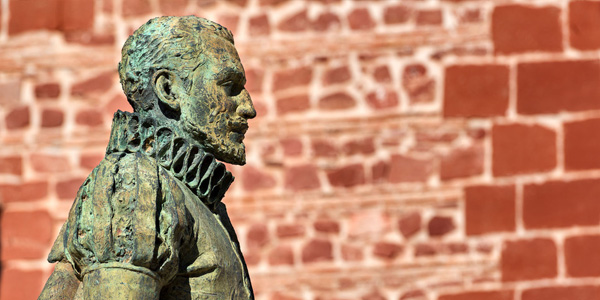 Estatua de Cervantes en Alcazar de San Juan, fuente: http://www.turismocastillalamancha.es/personajes-ilustres/miguel-de-cervantes-55335/