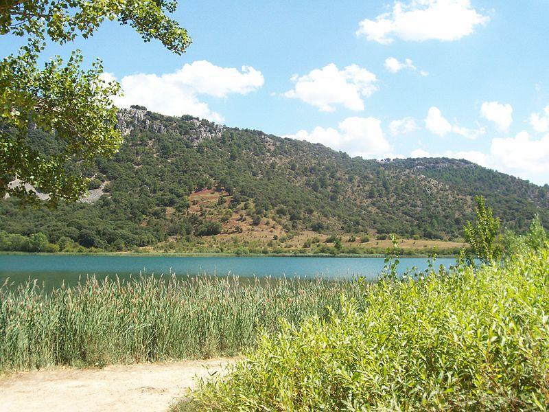 Laguna de El Tobar Beteta foto de Mabelcalabuig Wikimedia Commons