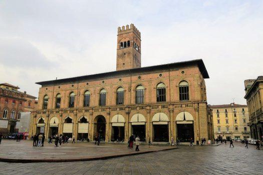 palazzo del podesta en bologna